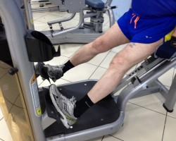 Подъем на носки — ступни во внутрь, на развитие икроножных мышц