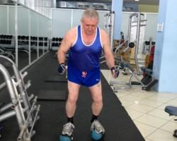Приседание на медболах — исходное, на развитие мышц ног