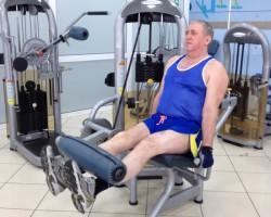 Разгибание ног, упражнение на развитие мышц ног