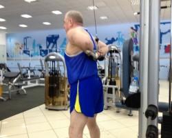 Разгибание рук за спиной — исходное, на развитие мышц рук (трицепс)