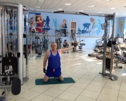 Разворот плеча с верхнего блока — исходное, на укрепление и развитие плеч