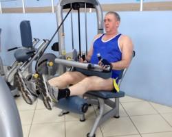 Сгибание ног — исходное (сидя), на развитие мышц ног