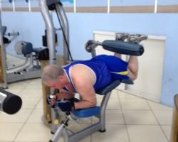 Сгибание ног (на груди), упражнение на развитие мышц ног
