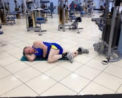 Скручивание ноги с нижнего блока — опускание, на развитие мышц ног