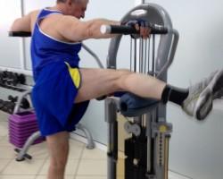 Сведение ноги на тренажере — исходное, на укрепление внутренней поверхности бедра